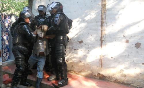 Un aspecto de la brutalidad policial en el Quimbo. Foto Alexander Losada Almario.
