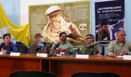 Parte de la Delegación de Paz en La Habana, Cuba, en pasada rueda de prensa con medios internacionales.