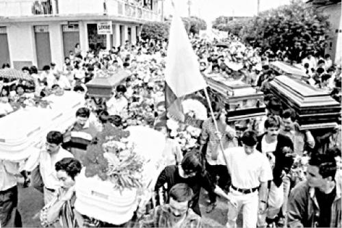 En diciembre de 1998 la Fuerza Aérea Colombiana bombardeó el caserío de Santo Domingo, causando la muerte a 17 personas, entre ellas seis niñas y niños. Foto Humanidad Vigente.