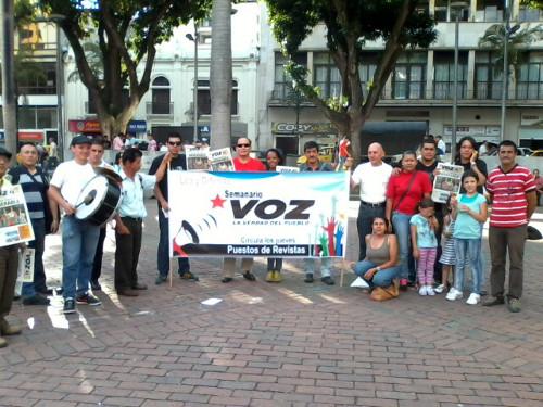 Una parte de los brigadistas en la primera venta masiva de VOZ en este año en la ciudad de Pereira.