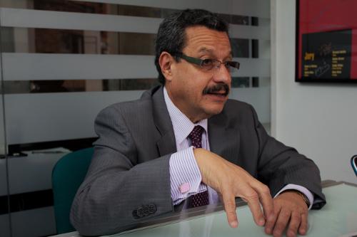 """No creo que firmen el acuerdo y entreguen las armas.""""Cuando el gobierno dice que un cese del fuego es mas adelante yo creo que es para mientras se ejecutan los acuerdos.""""– Carlos Lozano"""