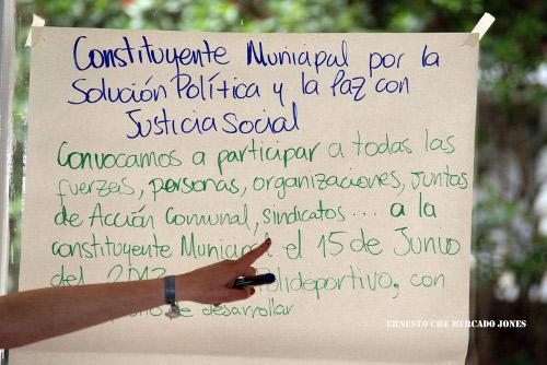 Constittuyentes%202%20cmyk%20final.tif Explicación de la forma como debe ser la Constituyente. Foto Ernesto Che Mercado.