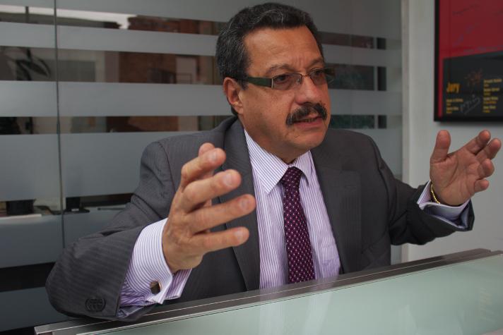 Carlos Lozano, uno de los líderes de Marcha Patriótica, se ha convertido en un puente clave para acercarse a las FARC.