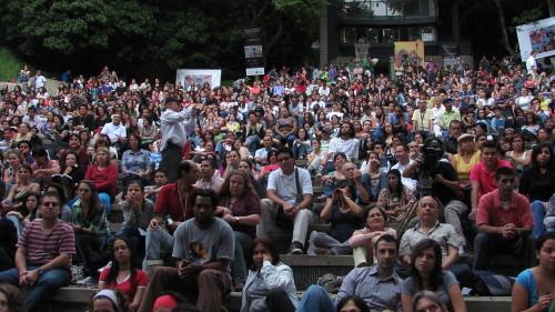 La poesía convoca multitudes en pro de la paz de Colombia. En la foto un aspecto del Festival Internacional de Poesía de Medellín. Foto archivo.