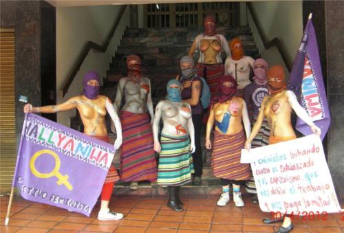 Protesta de mujeres semidesnudas 2