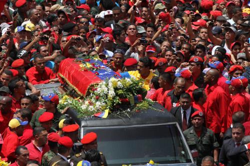 Aspecto del multitudinario sepelio de Chávez. Foto Prensa Miraflores.