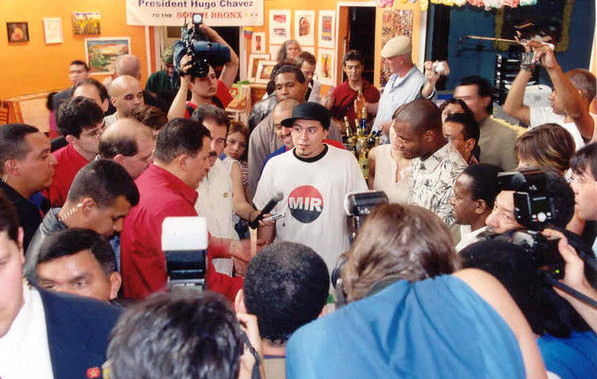 Conversando con el comandante Chávez durante su visita al South Bronx, en Nueva York.