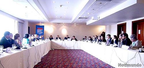 Comisiones de paz del Cogreso reunidos con expertos de los conflictos de El Salvador y Guatemala