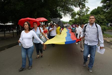 Los marchantes esperan que haya concertación y buena voluntad del Gobierno para solucionar los problemas que aquejan la educación del Caquetá. / Foto La Nación