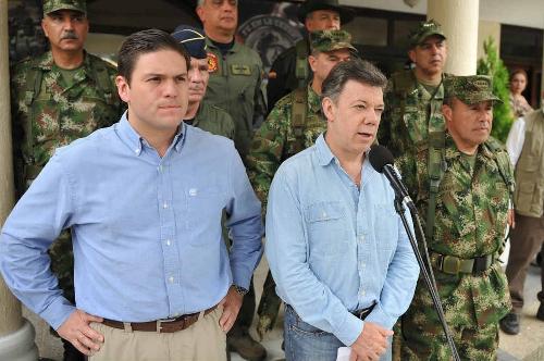 Juan Carlos Pinzón y Juan Manuel Santos: ¿contradicciones en política militar?