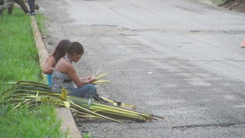 Mujeres y niños los más afectados por el desplazamiento. Foto Kikyo.