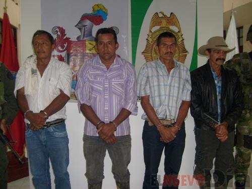Cuatro de los campesinos capturados en La Marina.