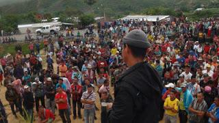 Campesinos en asamblea permanente a la espera de las negociaciones en Tibú. Foto Colectivo de comunicación Kinorama.