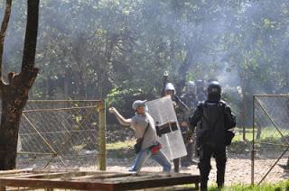 Policías infiltrados como campesinos que agitan y provocan violencia. Foto campesinos de Catatumbo.