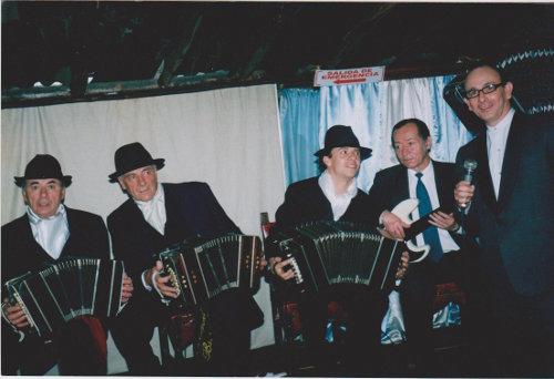 Roberto Aroldi y su agrupación. Foto RA.