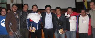 Delegados en el seminario internacional por la solución política y la paz de Colombia, acompañados del representante a la Cámara Iván Cepeda Castro.
