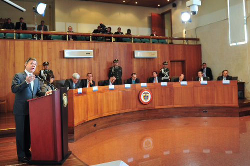 El fallo de la Corte Constitucional sobre el marco jurídico para la paz no descubrió el agua tibia y el efecto aún está por verse porque las FARC-EP no aceptan dicha iniciativa gubernamental por unilateral e impositiva, según su opinión.