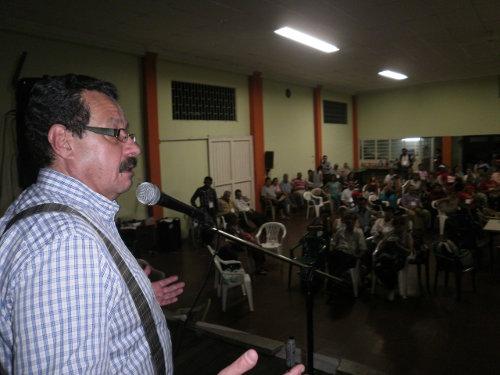 Lozano Guillén interviniendo en asamblea nacional de Cenaprov en Ibagué, Tolima. Foto Nelosi