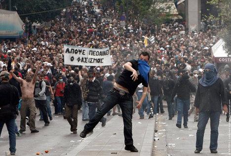 El sistema económico mundial viola los valores democráticos básicos, generando protestas a escala mundial.