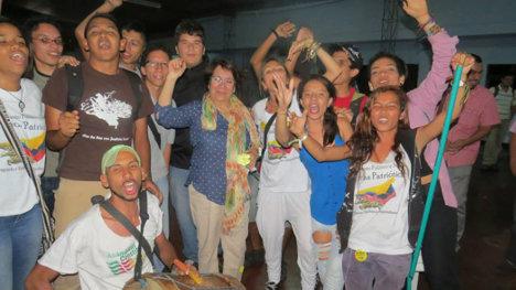 Aída Avella, en Palmira compartiendo con jóvenes upeístas. Foto UP.