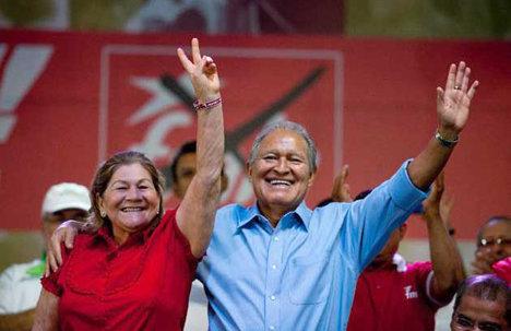 Salvador Sánchez Cerén candidato triunfante del FMLN.