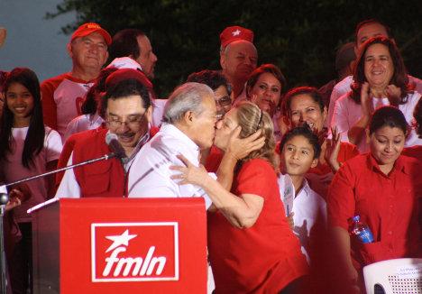 La celebración de Salvador Sánchez Cerén tras su triunfo. Foto FMLN