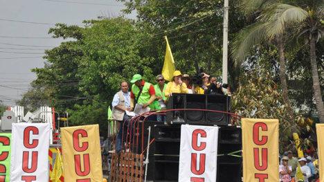 Clara López en plena campaña electoral en Santa Marta.