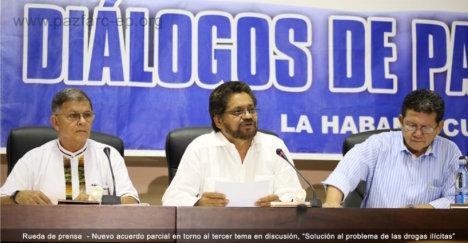 """Ricardo Téllez, Iván Márquez y Pablo Catatumbo, integrantes del Secretariado de las FARC-EP y de la Delegación de Paz en La Habana, explican la importancia del acuerdo sobre el punto de """"Solución al problema de las drogas ilícitas""""."""