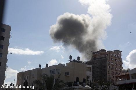 Gaza bajo ataque, 25.7.2014. Foto: Anne Paq