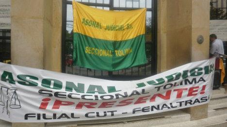 Cerrado permaneció ayer el palacio de Justicia en la ciudad de Ibagué, Tolima. Foto Nelosi