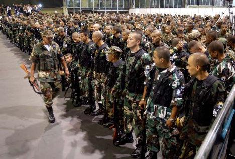 Ceremonia oficial de desmovilización del grupo paramilitar colombiano Bloque Cacique Nutibara. (AP/Ricardo Mazalan)