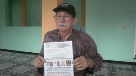 Raúl Antonio Carvajal, padre del soldado asesinado.