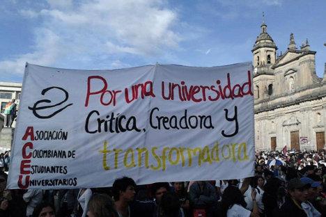 Protesta en la Plaza de Bolívar de Bogotá, de la ACEU, principal organización de estudiantes universitarios del país.