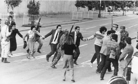 Rescate de rehenes del Palacio de Justicia en 1985. Foto Lucio Lara (Archivo VOZ).
