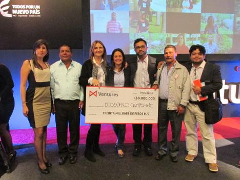 Delegados de la ACVC reciben el premio de Ventures, que incluye un monto de 30 millones de pesos.