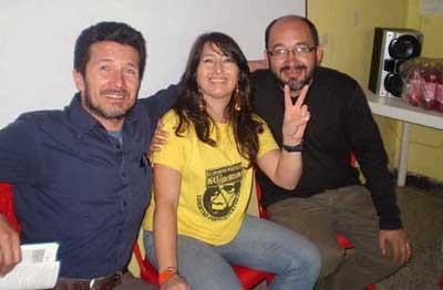 El abogado Wldarico Flores-Peña con la presa política Liliany Patricia Obando y otro abogado en la cárcel el Buen Pastor.