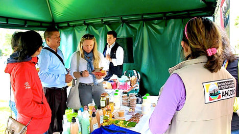 En el encuentro se ofrecieron productos de las zonas de reserva campesina de todo el país. Foto Anzorc.