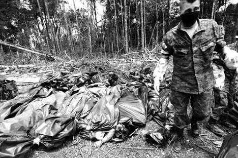 Aspecto del campamento de las FARC en Sucumbíos, dos días después del ataque del ejército colombiano, lanzado el 1 de marzo de 2008. Allí fue ultimado Raúl Reyes. Foto AP