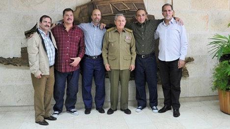 Los cinco patriotas cubanos fueron recibidos por el presidente Raúl Castro.