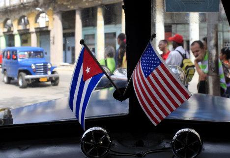 cuba_USA banderitas