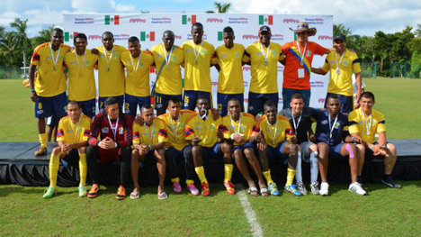 Integrantes del equipo colombiano subcampeón en el torneo de jugadores profesionales sin contrato.