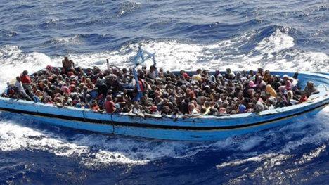 Dramática escena de rescate de refugiados en el Mediterráneo.