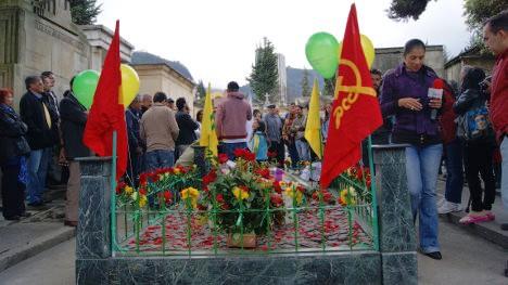 Acto de conmemoración del asesinato de Manuel Cepeda, en el Cementerio Central. Foto J.C.H.