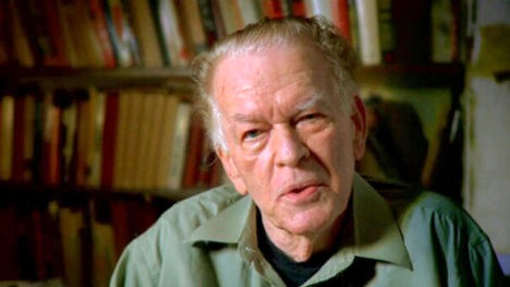 Gene Sharp, filósofo, político, profesor y escritor anticomunista estadounidense.