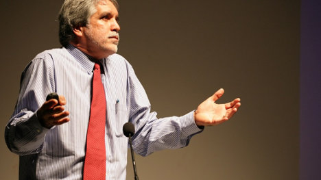 En la capital del país Enrique Peñalosa ha sido el beneficiado con las dudosas encuestas.