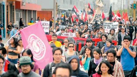 Protestas en Lima contra la reunión del FMI y el Banco Mundial en octubre 2015.