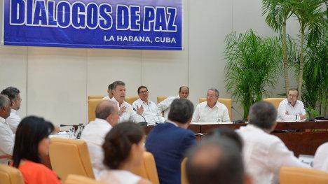 Momento del anuncio del acuerdo en el tema de justicia.