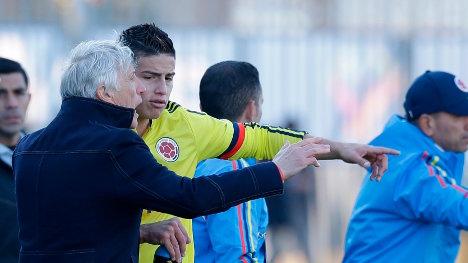 José Pékerman alineando su escuadra deportiva.