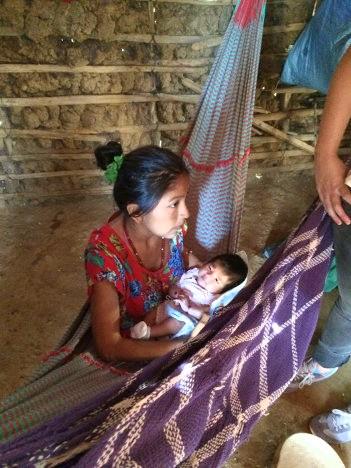 Joven madre, carente de la atención en salud. Ranchería Jipumana. Foto R.V.