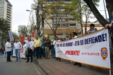 Trabajadores de la ETB en protesta por intención de vender la empresa. Foto archivo.